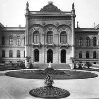 A Karácsonyi Palota főhomlokzata az 1890-es években
