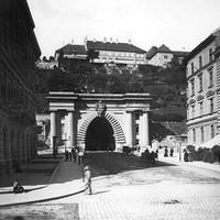A Budai Váralagút Duna felőli bejárata az 1890-es években
