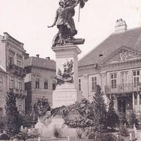 A Honvéd-szobor a Dísz téren valamikor a századelőn