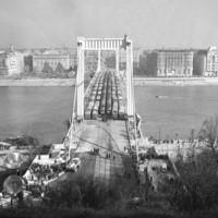 Az újjáépített Erzsébet híd terhelési próbája 1964-ben