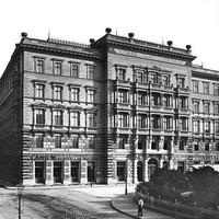 Az Első Magyar Általános Biztosító Társaság székháza a Vigadó téren a századelőn
