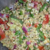 Saláta hántolt árpával és guacamole öntettel