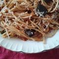 Padlizsános-paradicsomos spagetti rukkolával
