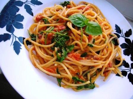 spagetti_rukkolaval_olivaval_szaritott_paradicsaval_2_120801.jpg