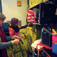 Molinóból táska - Megnyílt a Medence Csoport boltja