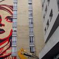 Shepard Fairey timelapse murál Párizsban