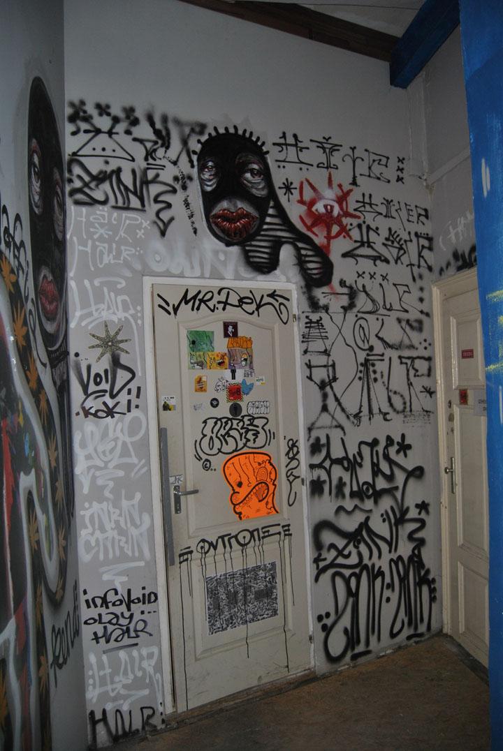 a-street-art-te-vagy-super8-20.jpg