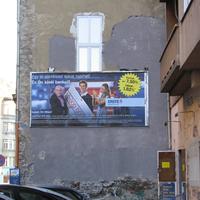 Eltüntették a falfestményt a Printa tűzfaláról