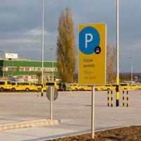 Új, külön a repülőtéri taxisok rendelkezésére bocsátott parkolót adott át a Budapest Airport