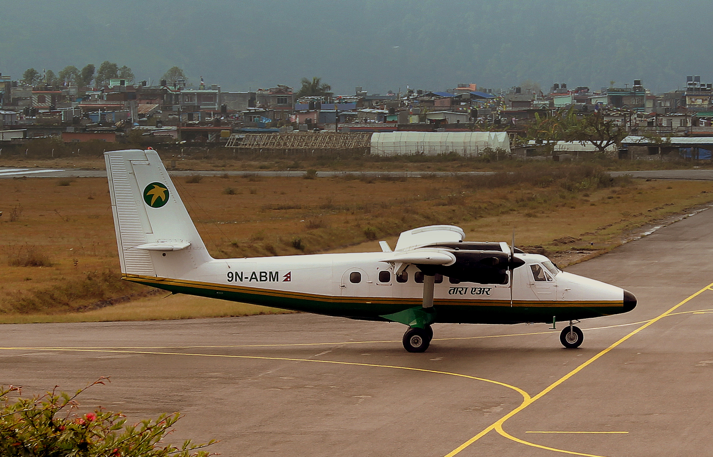 9n-abm_tara_air_dhc_6_twin_otter_at_pokhara_recently_arrived_from_jomson_airport_nepal_feb_2013_8569369692.jpg