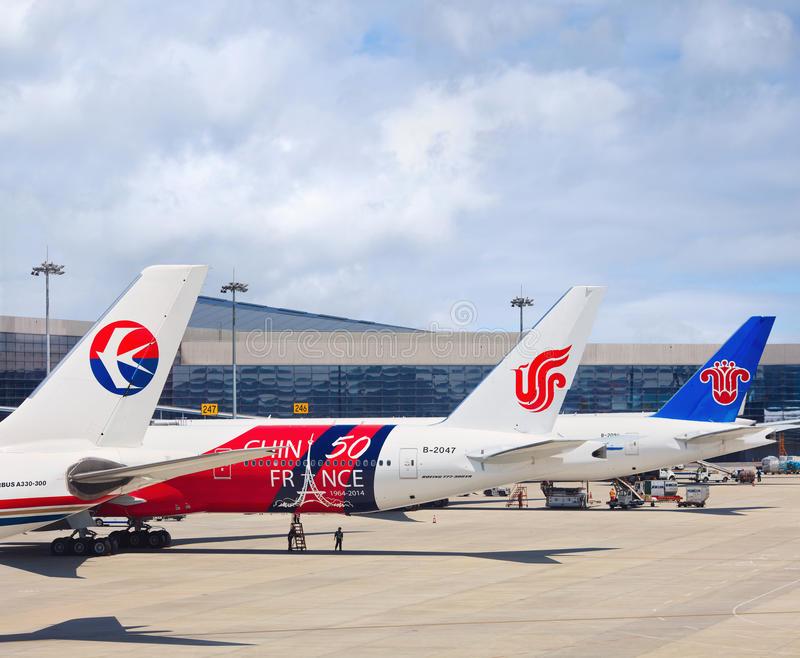 airplanes-china-eastern-air-china-china-southern-airlines-hongqiao-airport-shanghai-china-may-first-quarter-traffic-89799968.jpg