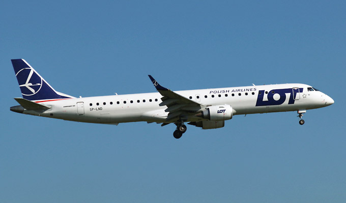 embraer_195_e-jet_lot.jpg