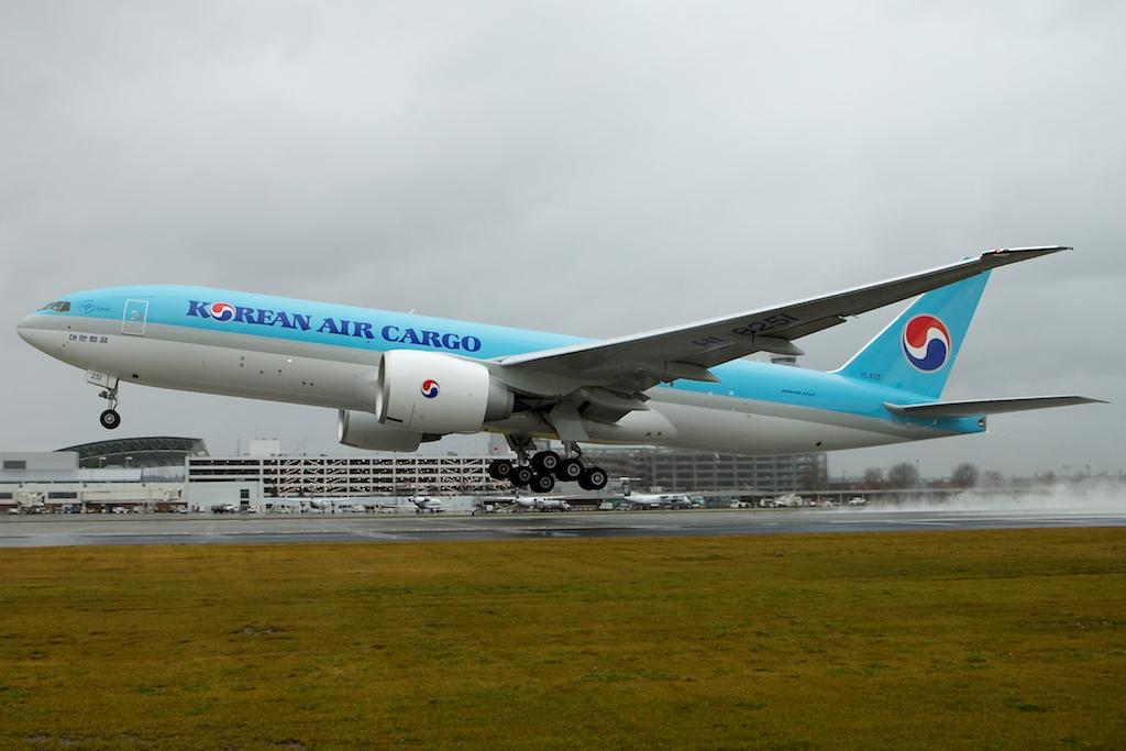 korean-air-boeing-777-freighter-2.jpg
