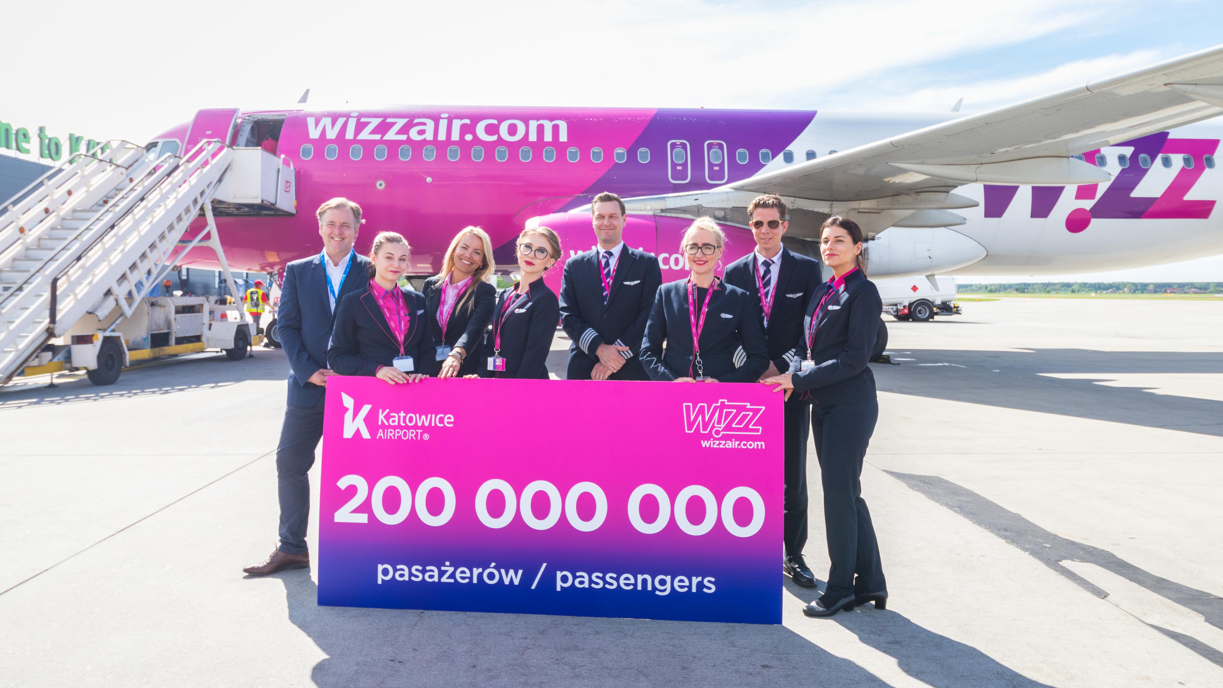 4df8ae2a6633 wizz15_200millio_katowice_3.jpg. A Wizz Air ...