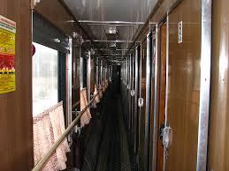 vasúti kocsi folyosó.jpg