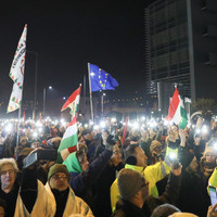 Politikusok helyett szakszervezeti vezetőket, civileket a tüntetések élére!