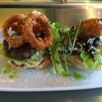 Brutális borjúburger ebédmenüben? Rohanj a Terminálba!