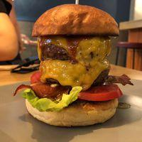 Újra nyitva a Pesti Burger és Bár!!!