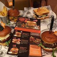 Nemzetközi Hamburgertúra a Hard Rock Cafeban!