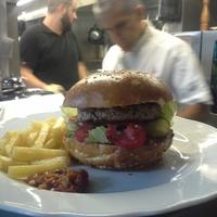 Vendégpost: Alabárdos - személyzeti hamburger egy csúcsétteremben