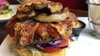 Hazai fejlesztésű burgerek a TGI Friday's kínálatában!