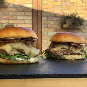 Ezt imádni fogod: Smashed libamájas burger + recept