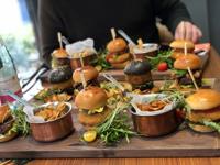 Ínyenc burgerek a Deák St. Kitchenben!
