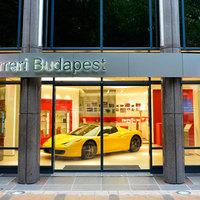 Révbe ért a Ferrari Budapesten