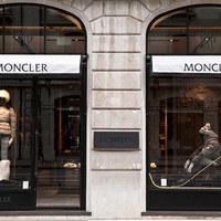 Moncler: luxuskakas az Andrássy úton