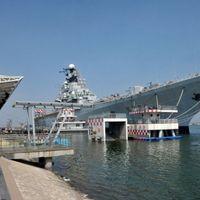 Luxushotellé alakított szovjet anyahajó a volt magyar gyarmaton