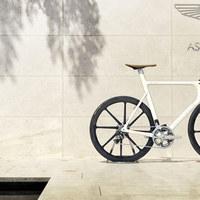 Fektessen Aston Martin biciklibe!