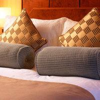 Rendeljen ágyába horkoló szállodai alkalmazottat!