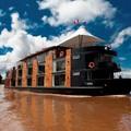 Krokodilok és kígyók között is van luxus az Amazonas vidékén