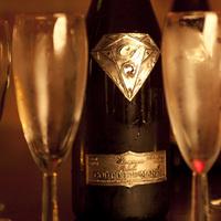 Nyomasztó burzsujfölény és rekordárú pezsgősüveg - Burzsuj á la carte
