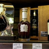 Budai bevásárlás: tej és kenyér mellé 3 millió forintos whisky és 100 ezer forintos kávé a kosárban