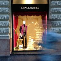 Komoly bajban a magyar luxuspiac