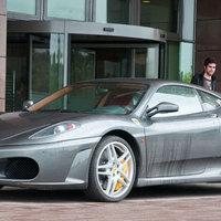 Furcsa nap, Ferrarival és borral