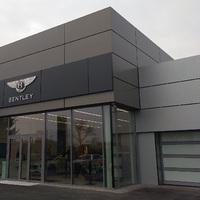 Már a jövő évi készlet fele is elfogyott - Megnyílt a Bentley Budapest!
