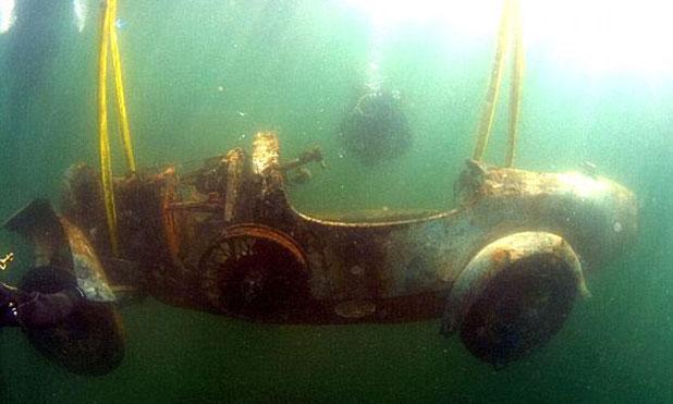 Egy Bugatti 73 éve a víz alatt