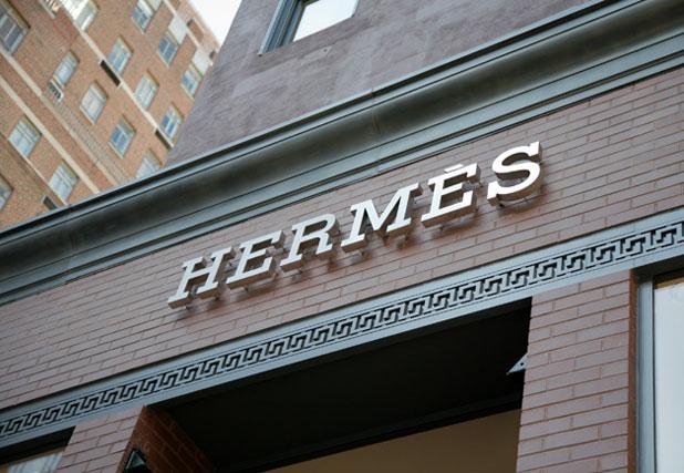 Sztárokkal nyitott az első férfi Hermès