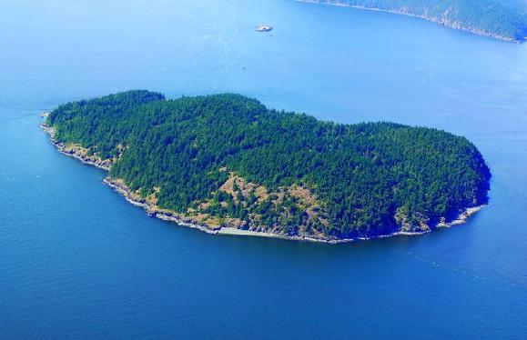A hónap ajánlata: eladó sziget, hozzávaló hajóval