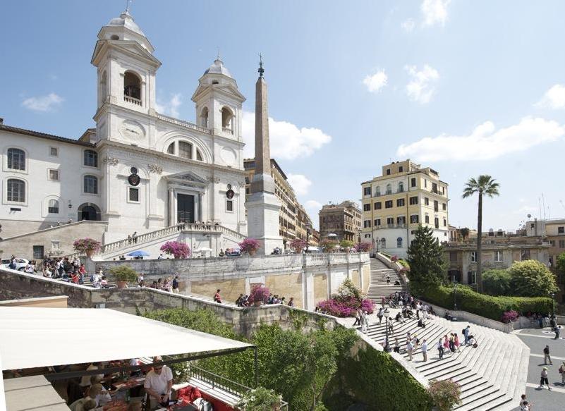 Eladó a Spanyol lépcső 1, Róma legmenőbb otthona
