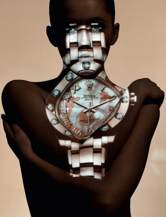 Pucér nő + Rolex = művészet?