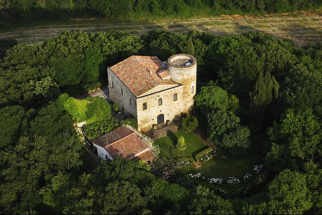 7000 olajfa és 40 szarvas jár az olasz kastélyhoz