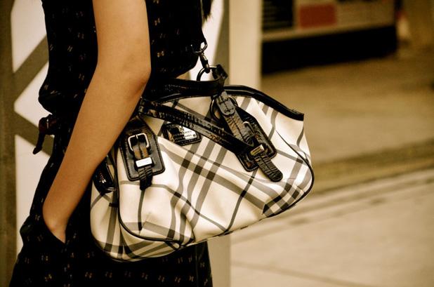 59a1b9a986ee A hétvégére kellene egy Louis Vuitton Alma táska, hétköznap pedig jó lenne  klasszikus burberry mintás Haymarket. Ez most már itthon sem probléma, ...