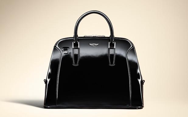 9b6e17ea61c1 Vasárnap mutatják be első táskakollekciójukat, amit a Louis Vuittontól  ismert Vincent du Sartellel közösen terveztek. Egyelőre két táskát dobnak  piacra: a ...