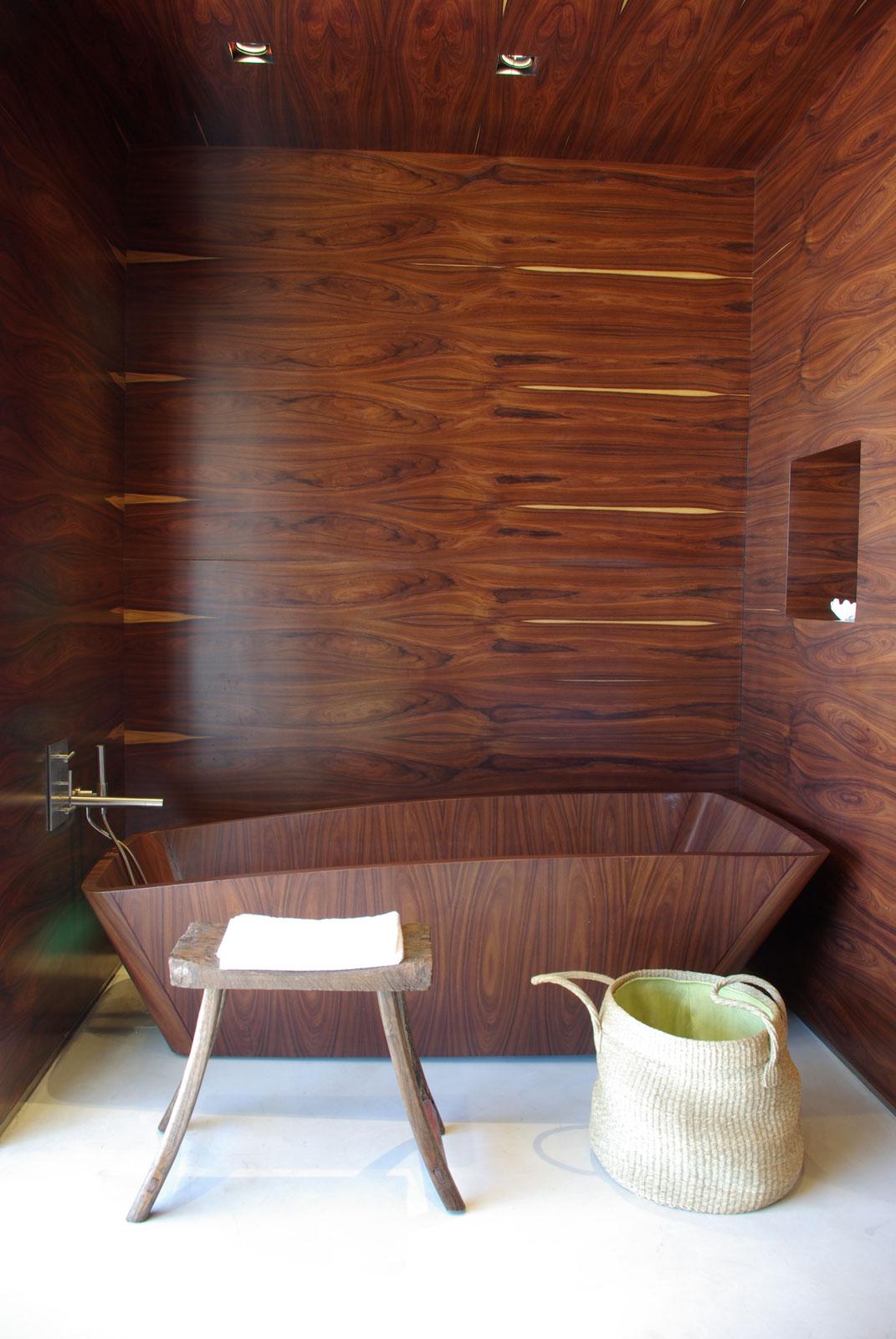 Estancia-Vik-Jose-Ignacio-Master-Suite-Wood-Bathtub-at-IDEASGN.jpg