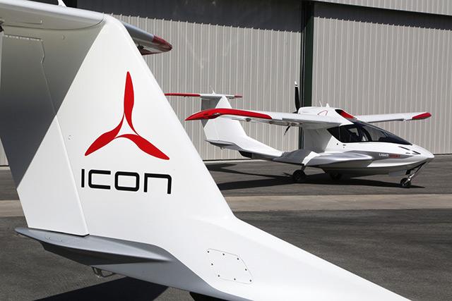 """A legújabb burzsuj játékszer az ötvenmillió forintos repülő """"Tesla"""""""