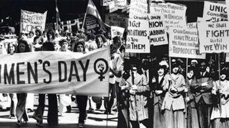 Politikai gesztusból a virágkereskedők kedvence: Nőnap