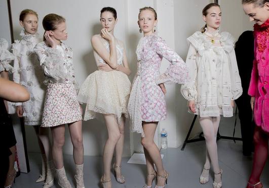 5 dolog, amit érdemes ellesned a kifutókról, hogy divatos legyél